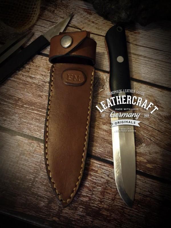 handgefertigte Messerscheide für selbstgeschmiedetes Messer