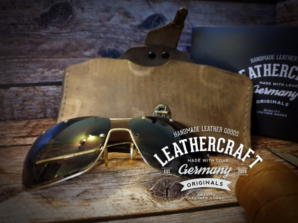 Brillenetui aus Nubuk Rindsleder, Vintage style taupe/grau handgefertigt mit Mappenschloß