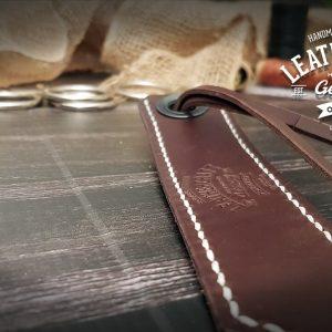 Lesezeichen aus Leder mit Initialen
