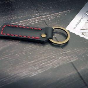 Schlüsselanhänger Leder schwarz rot