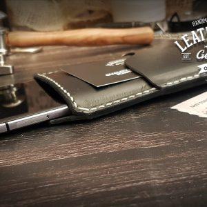 schwarze Handyhülle aus Leder